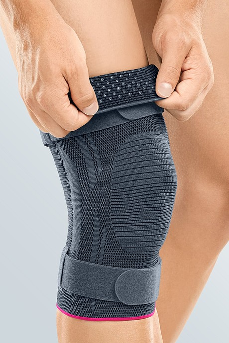 Genumedi plus knee supports silver put on medi